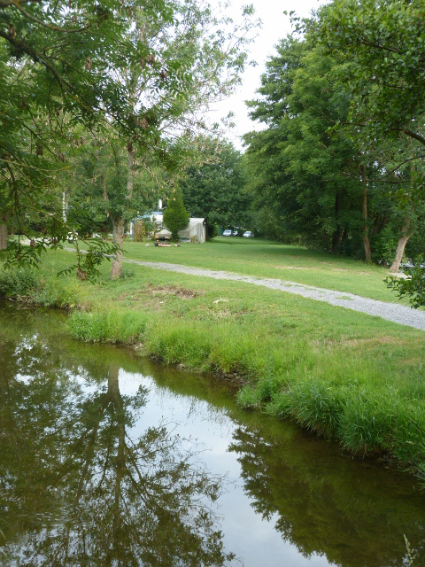 Camping des ardennes camping piscine la mayette pr s for Camping champagne ardennes avec piscine